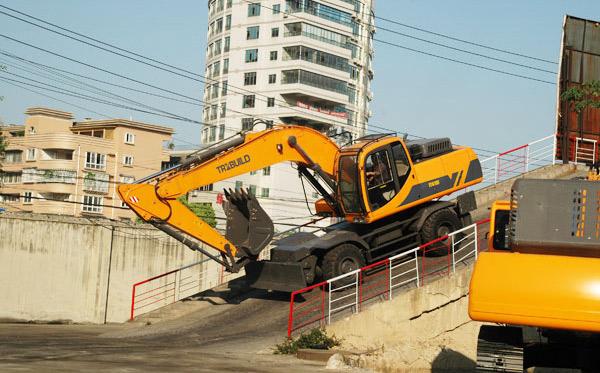 excavatorsBig2
