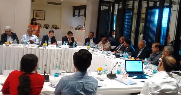 til-chairman-heads-meeting